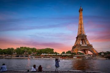 NGÀY 1: TP.HCM - PARIS (Nghỉ ngơi trên máy bay, ăn tối)